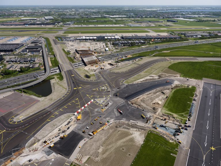 Completion dual taxiway system