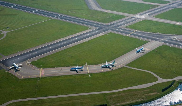 Intersection N2-E6 towards Runway 18L (Aalsmeerbaan)