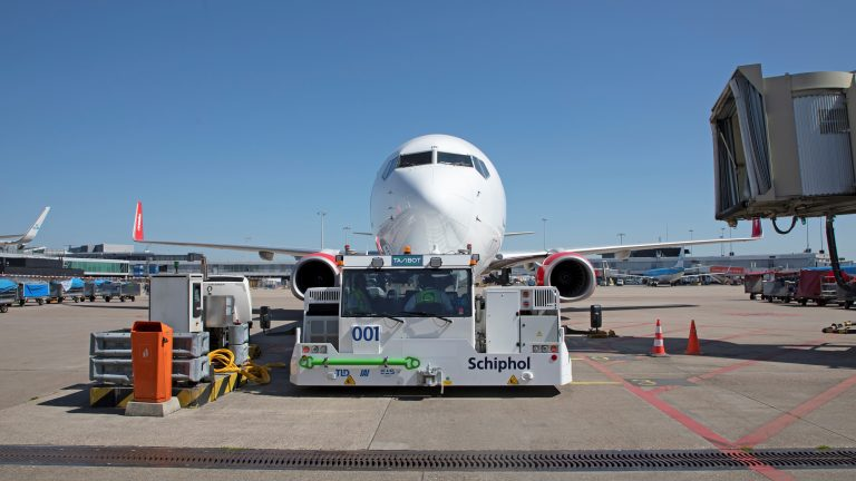 Docking aircraft